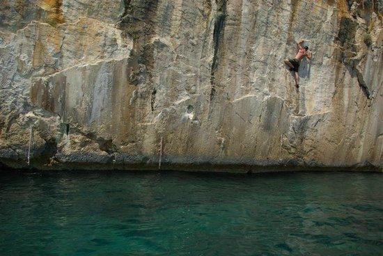 Avantura Adventures: Deep Water Soloing, Ciovo location, Tariguz 6c