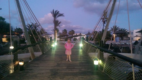 HL Paradise Island: bridge