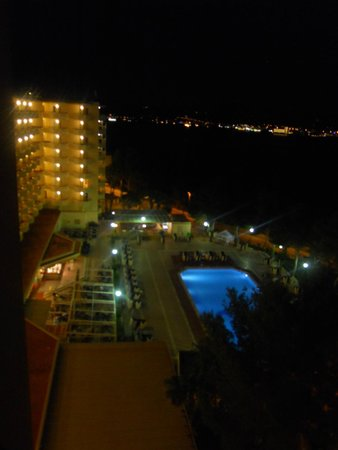 Fiesta Hotel Tanit: Night view looking down at the pool