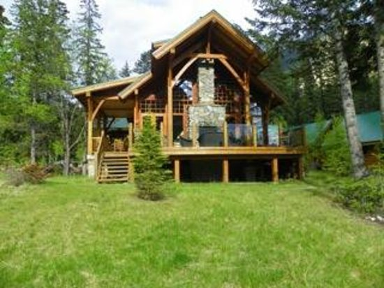 logde picture of cathedral mountain lodge field. Black Bedroom Furniture Sets. Home Design Ideas