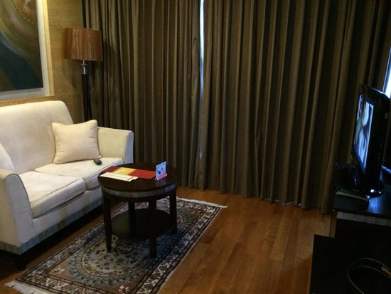 Adelphi Grande Sukhumvit by Compass Hospitality: Living room