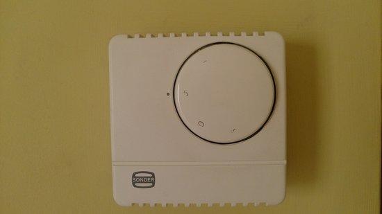 Hotel Sercotel Zurbarán: El termostato del aire