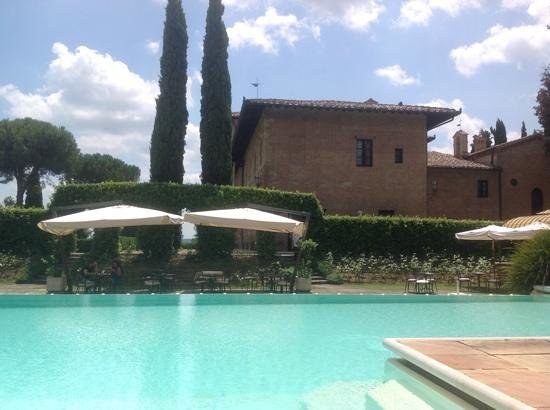 Hotel La Collegiata: pool and bar
