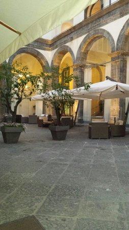 Palazzo Caracciolo Napoli - MGallery Collection: Restaurante,  área externa