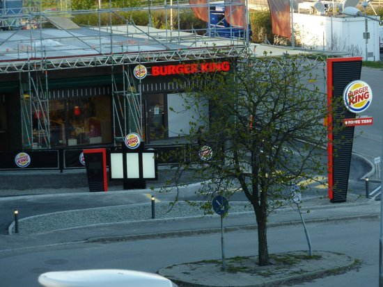 Brunnby Hotel: Burger King-20 meter ifrån Hotellet