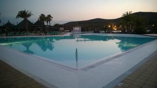 Hotel Beatriz Costa & Spa: POOL AREA AT SUNSET