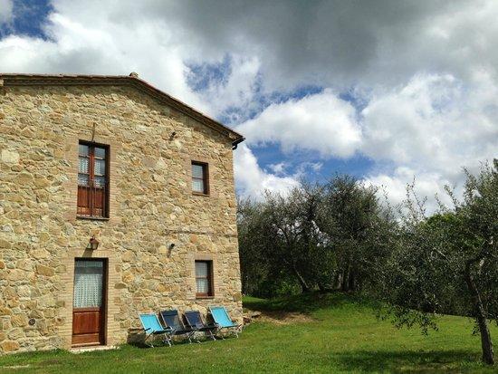 Agriturismo Bindozzino: fronte del casale che guarda la valle (camere con affaccio!)