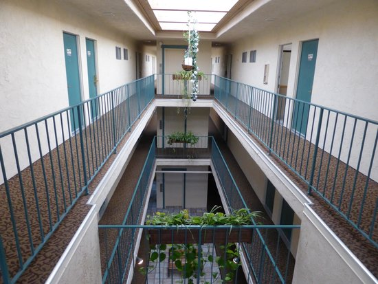 Best Western San Marcos Inn : The inner hall