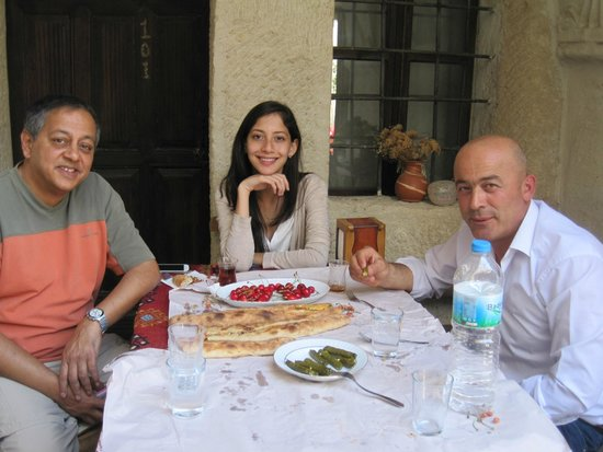 Kismet Cave House: A delicious lunch with Faruk on our last day
