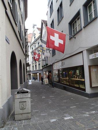 Romantik Hotel Stern: Street in front of hotel