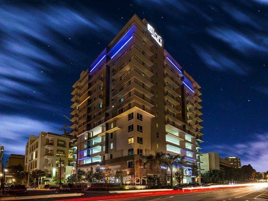 Aloft Miami Brickell: Light up the night!