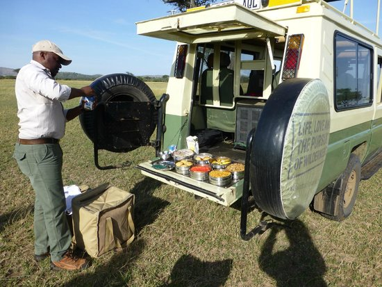 Serengeti Safari Camp, Nomad Tanzania: Breakfast on the Serengeti with Ken