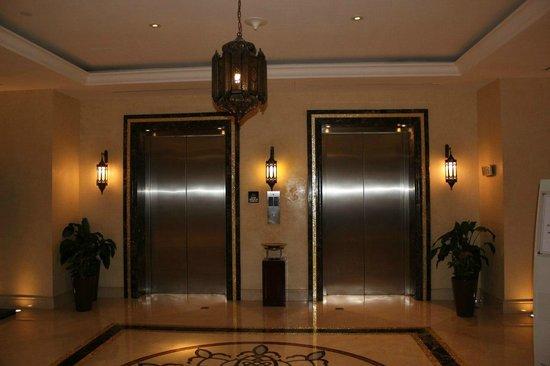 Hilton Ras Al Khaimah Resort & Spa : лифты