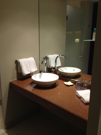Four Points by Sheraton Perth : Badezimmer
