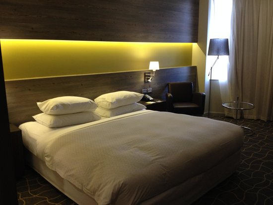 Four Points by Sheraton Perth: bequemes Bett