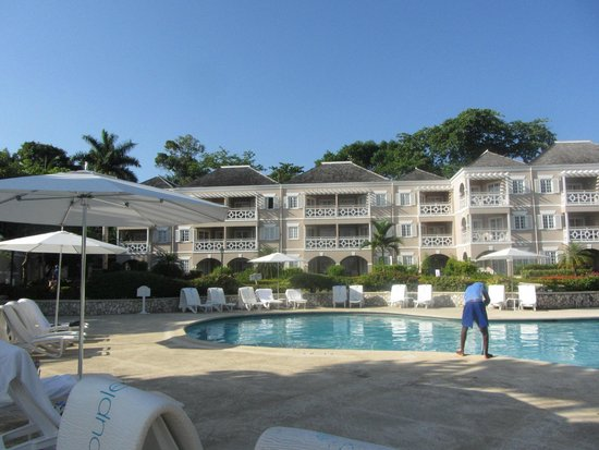 Couples Sans Souci : Beachfront rooms and Pool