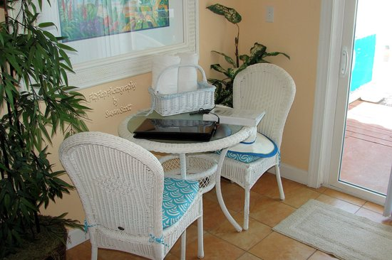 Seaside Beach Resort: Work Area/Eat In