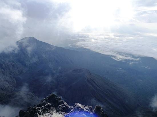 Meru Mountain Treks and Safaris Ltd - Day Tours : summit mt meru