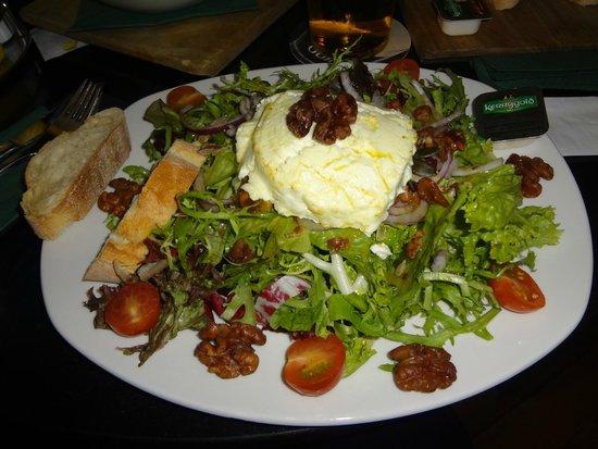 O'Reilly's Irish Pub: salada com queijo de cabra