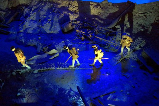 National World War I Museum and Memorial : Looking down on a tableau.