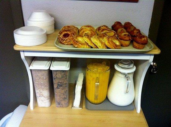 Snowshoe Motel : Continental Breakfast