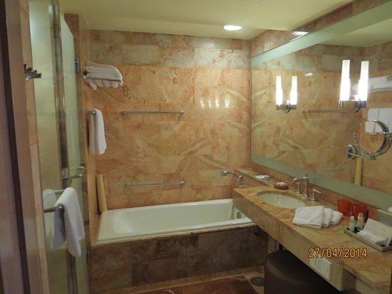 Pan Pacific Singapore: Beautiful bathhroom