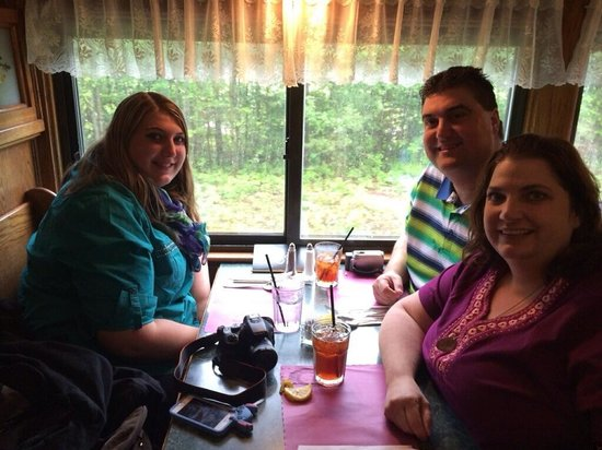 Conway Scenic Railroad: Eating lunch on the Chocorua meal car.