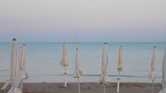 B&B Molo di Levante: Spiaggia al tramonto