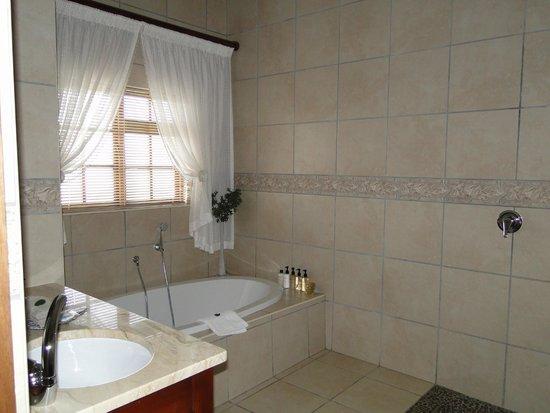 Mooiplaas Guesthouse: bathroom