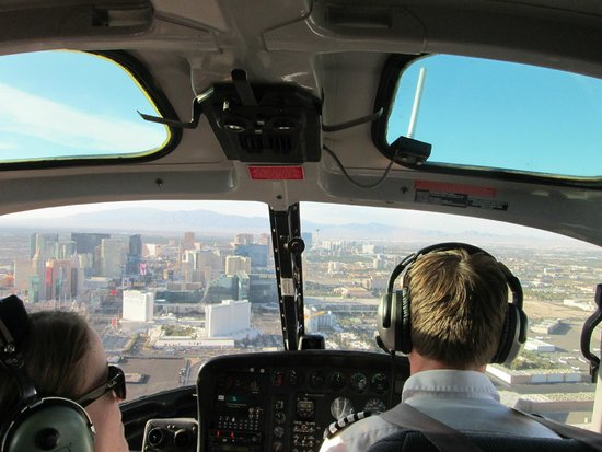 Sundance Helicopters : leaving city