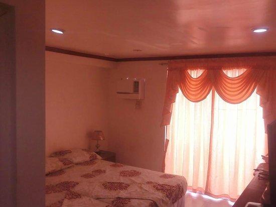 Shennas Beach Resort: Room 305