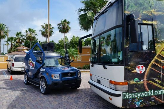 Radisson Hotel Orlando - Lake Buena Vista: Ônibus da Disney que passou no Hotel
