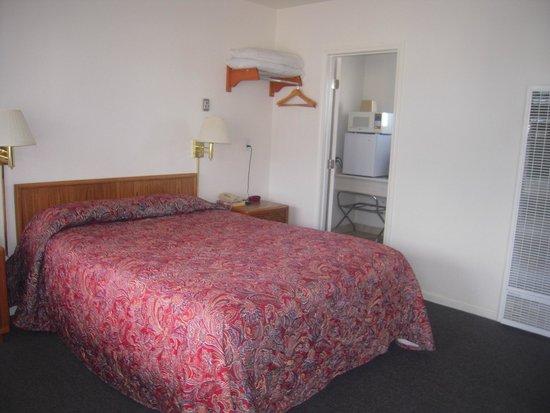 Bristlecone Manor Motel: Chambre assez petite