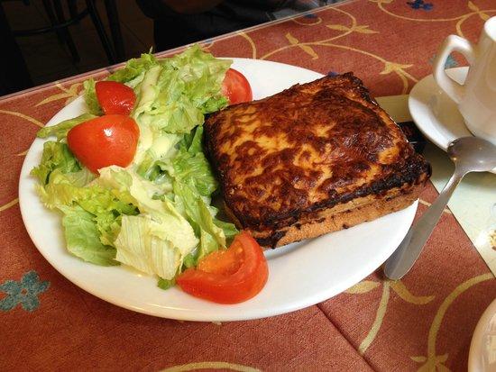 Au Croissant Doré: Croque monsieur with salad