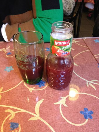 Au Croissant Doré: Strawberry juice