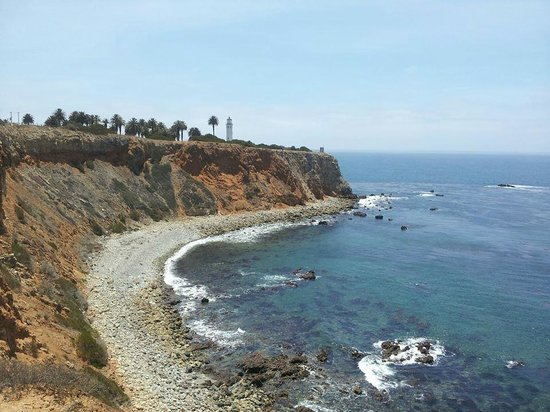 Point Vicente Lighthouse : View of the lighthouse from the trail