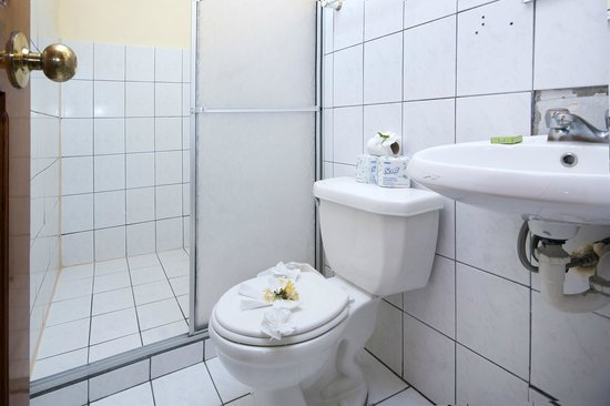 Hostel Backpackers La Fortuna: Nice and cleans bathrooms