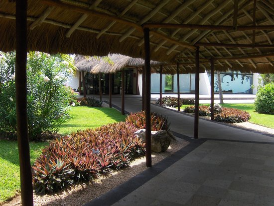 Grand Oasis Cancun: One of the covered walkways