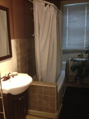 Guest House International: Bathroom
