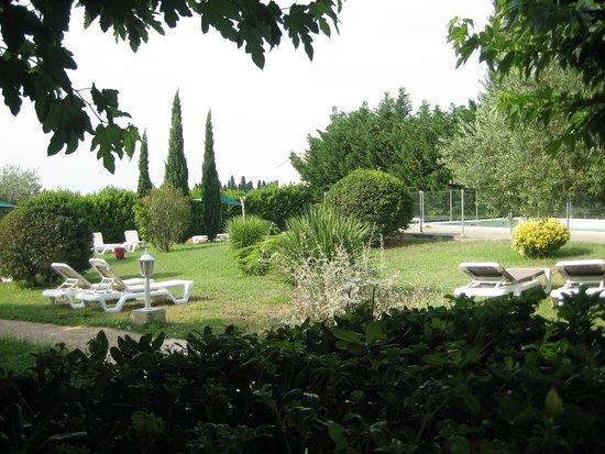 Best Western Aurelia : large garden