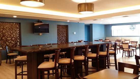 Holiday Inn Express Janesville - I-90 and US Highway 14: Newly Renovated Breakfast Area