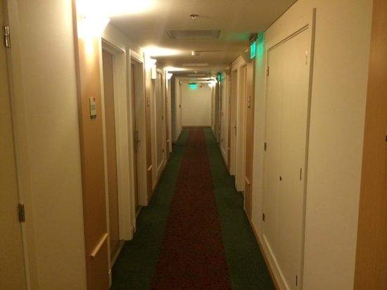 Hotel Ibis Buenos Aires Obelisco: Corredor dos quartos