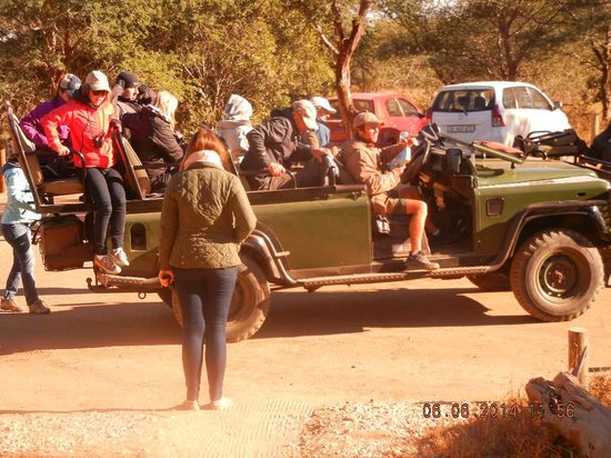 nThambo Tree Camp : Getting ready to head out for a drive
