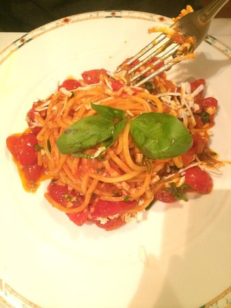 Taverna Angelica: Spaghetti with tomatoes, chili oil...and some other good stuff