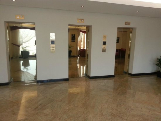 Radisson Blu Hotel, Doha: Lifts