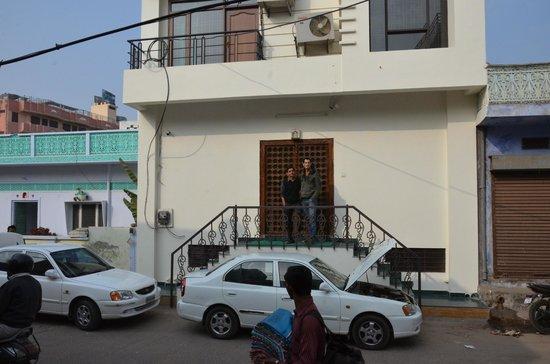 Little Ganesha Inn : the front of the hotel