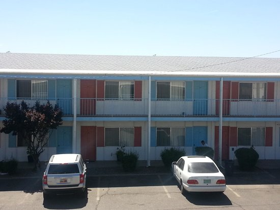 Hiway House Motel: The outside of the Hotel
