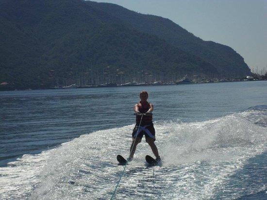 Club Adakoy Resort Hotel : Water skiing in the bay