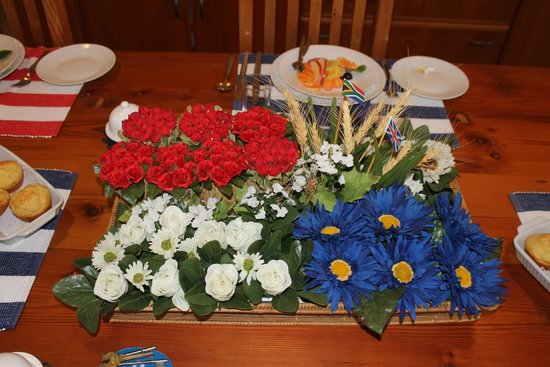 Glentana, Sydafrika: The dinner table was always beautifully laid with flowers and other decorations.