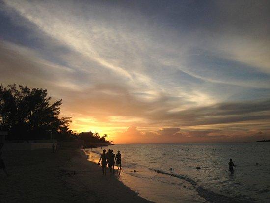 Melia Nassau Beach - All Inclusive: Tramonto spiaggia